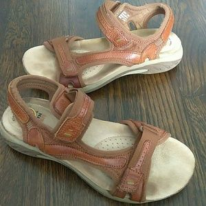 Earth Spirit Adelaide leather sandals size 7